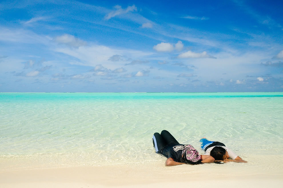 Kicking-back-in-white-sand-and-water-of-the-Maldives