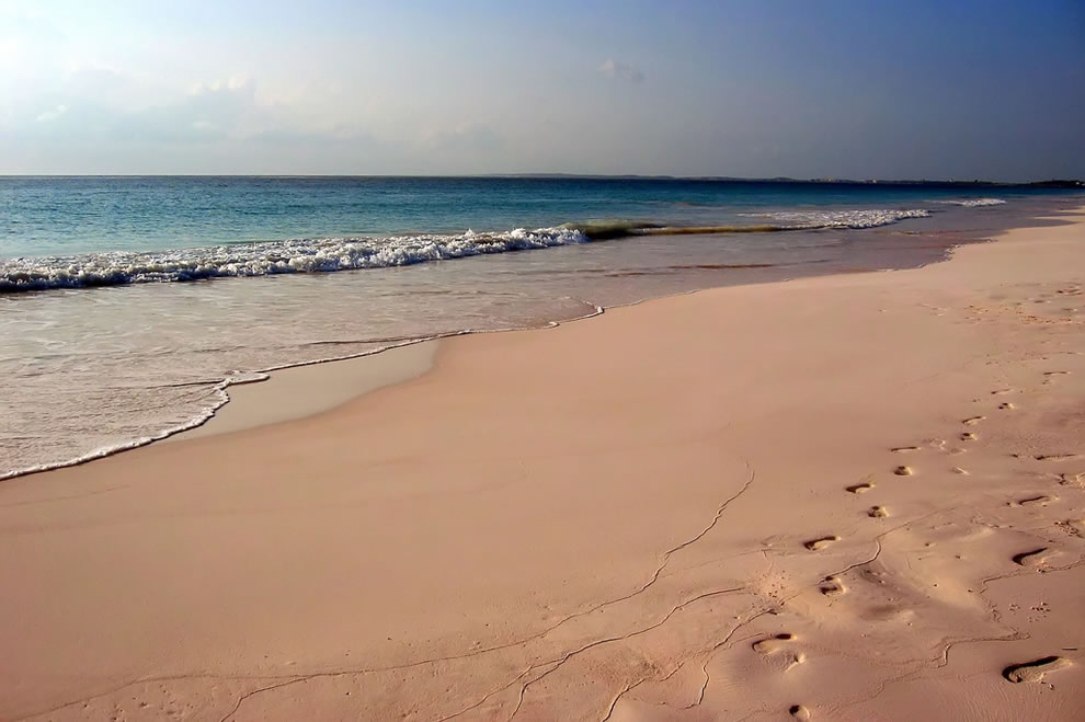 Pink-Sands-Beach-at-Harbour-Island-Bahamas