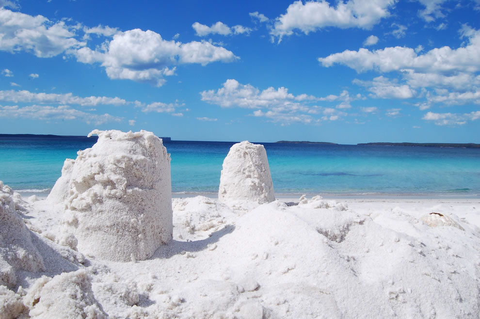 The-startling-white-sands-of-Hyams-Beach-in-New-South-Wales-Australia-the-whitest-sand-in-the-world-