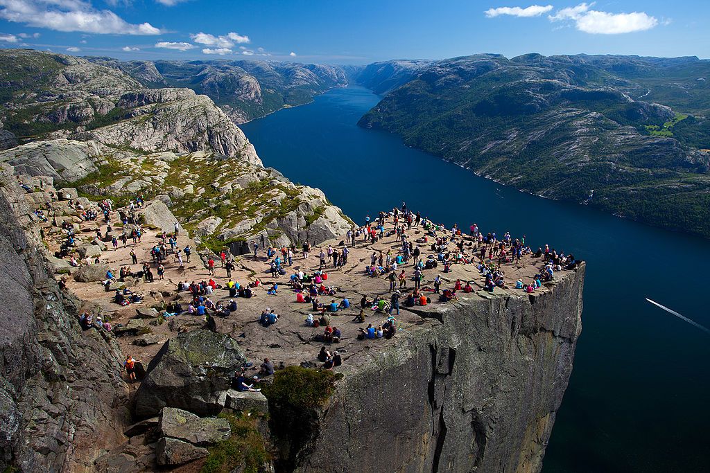 1024px-Preikestolen_Pulpit_Rock_Lysefjord_Norway