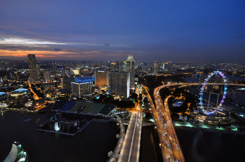 800px-1_marina_sands_skypark_night_view_2010