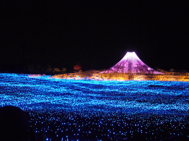Amazing-Winter-Light-Festival-in-Japan-31