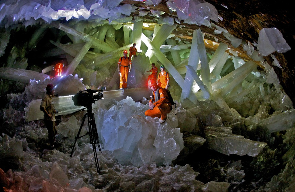 Cave-of-the-Crystals-Naica-Mexico-Giant-Crystals-Film-Crew