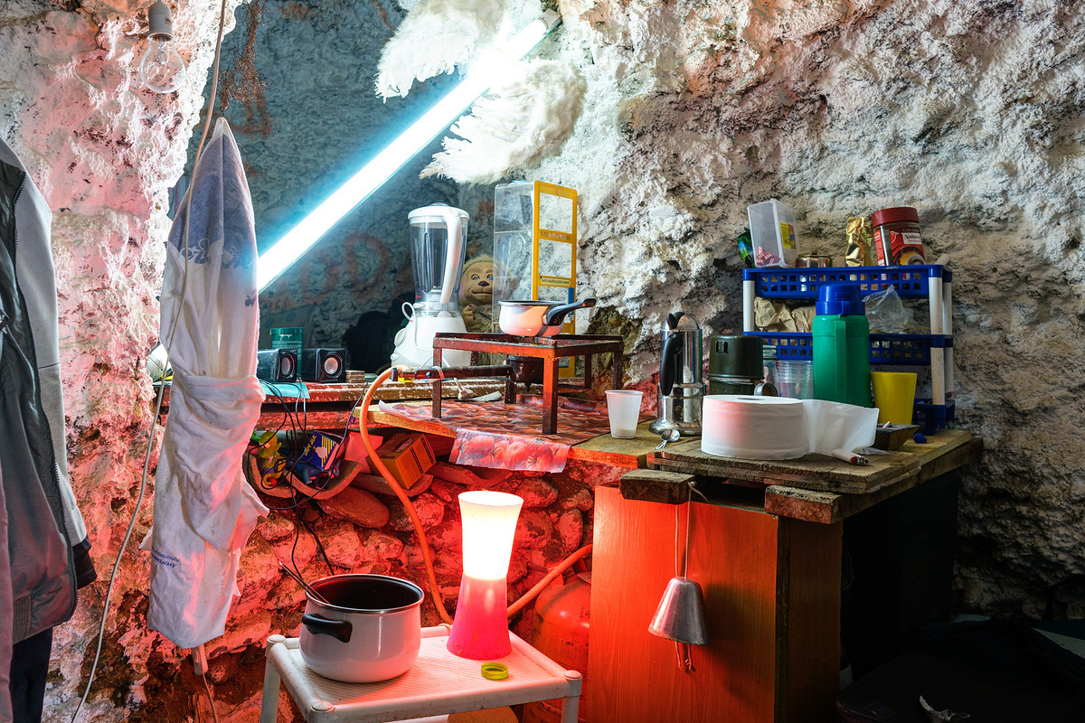 sacromonte-cave-kitchen-1200x1200