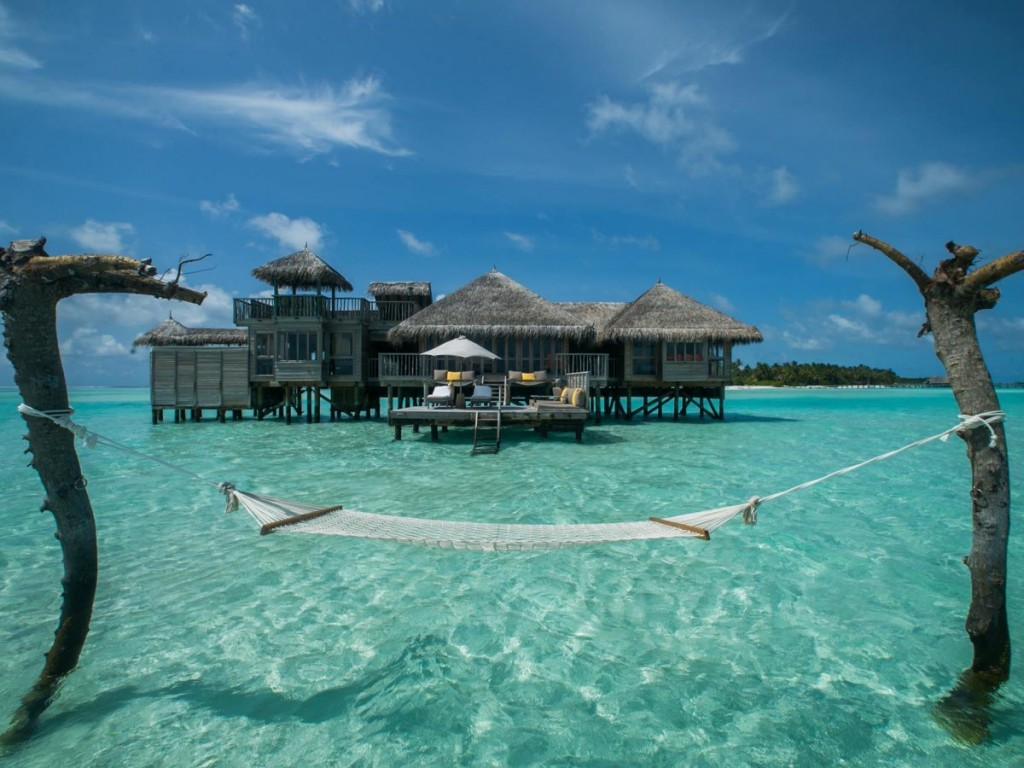 stay-in-the-gili-lankanfushi-a-luxury-bungalow-retreat-in-the-maldives-that-implements-a-strict-no-news-no-shoes-policy