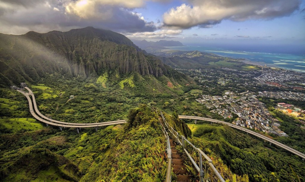 Haiku-Stairs-or-the-Stairway-to-Heaven-in-Oahu-Hawaii-3