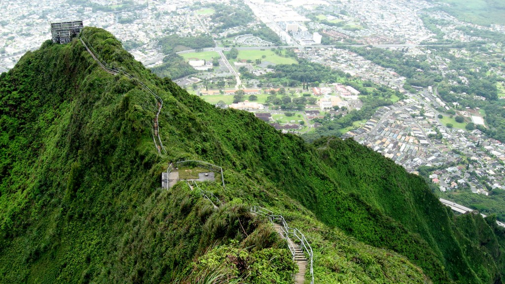 Haiku-Stairs-or-the-Stairway-to-Heaven-in-Oahu-Hawaii-4